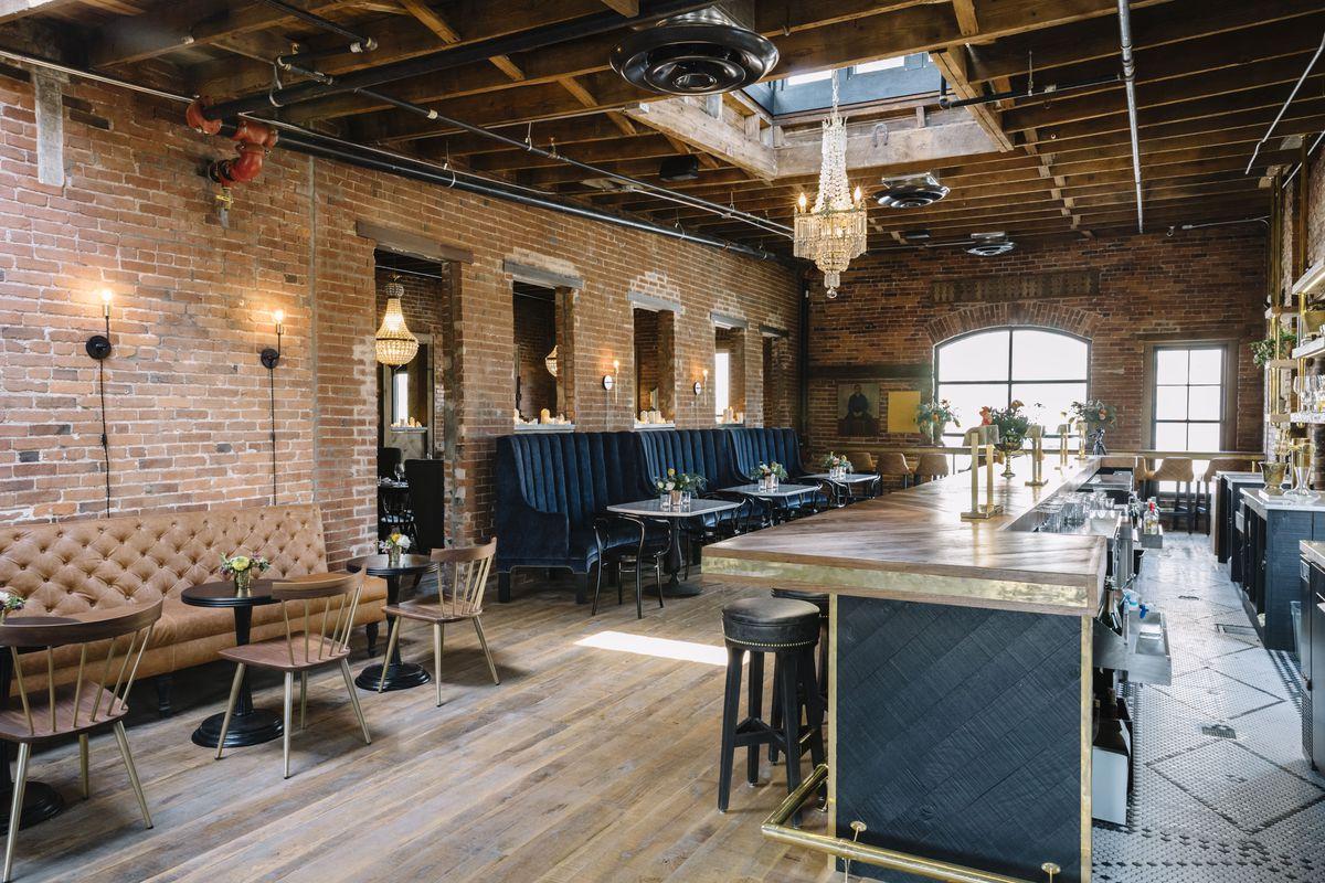 The main bar at Geist