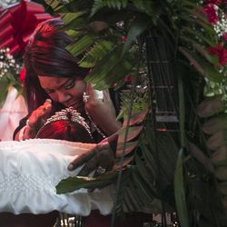 """Latasha Jones kisses her mother, Bettie Jones, who was """"accidentally"""" shot to death by a Chicago Police officer the day after Christmas, during her funeral at New Mount Pilgrim Missionary Baptist Church on Wednesday, Jan. 6, 2016."""