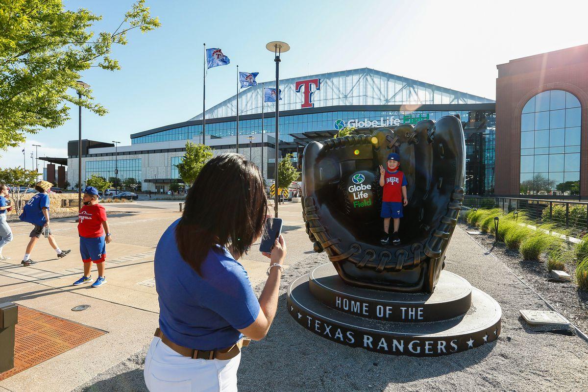 MLB: MAY 07 Mariners at Rangers