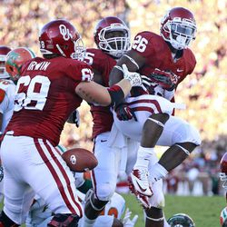 Oklahoma running back Damien Williams (26) celebrates with tight end Geneo Grissom (85) and offensive lineman Branson Irwin (69) following a touchdown against Florida A&M in the first quarter of an NCAA college football game in Norman, Okla., Saturday, Sept. 8, 2012. Oklahoma won 69-13.