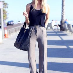 """Shea of <a href=""""http://peaceloveshea.com/"""">Peace Love Shea</a> is wearing an <a href=""""http://www.forwardforward.com/fw/DisplayProduct.jsp?product=TBBY-WS12&source=CJ&AID=10773567&PID=4441350&utm_content=10773567&utm_medium=affiliate&utm_campaign=4441350&"""