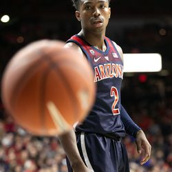 A teammate inbounds the ball to Brandon Williams during the 2018 Red-Blue game in McKale Center on October 14 in Tucson, Ariz.