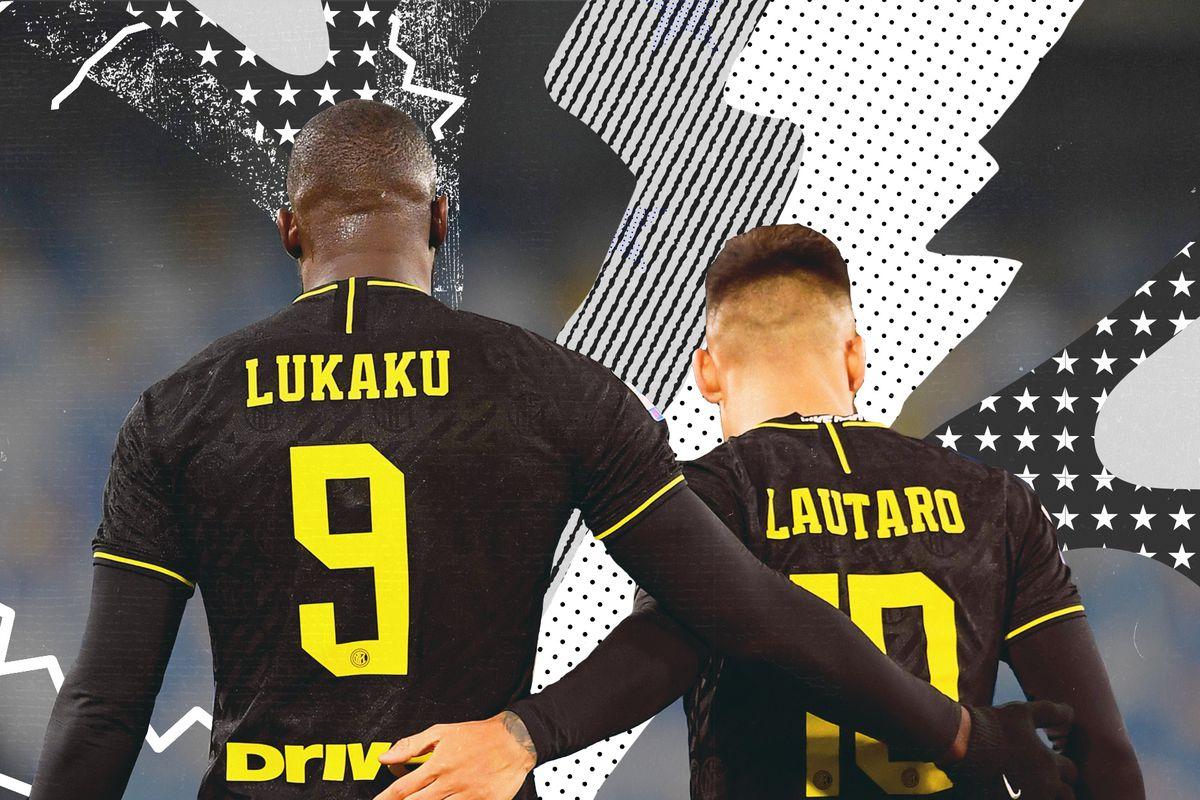 Romelu Lukaku and Lautaro Martinez walking with their backs turned and their arms interlocked.