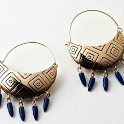 Five-spike basket earrings in bronze and lapis.