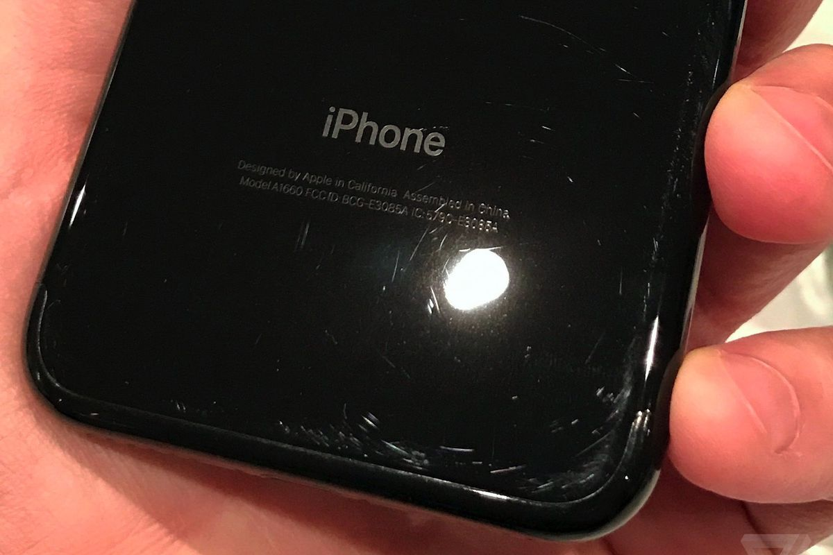 If You Want The Jet Black Iphone Learn To Love The Scratches The Verge
