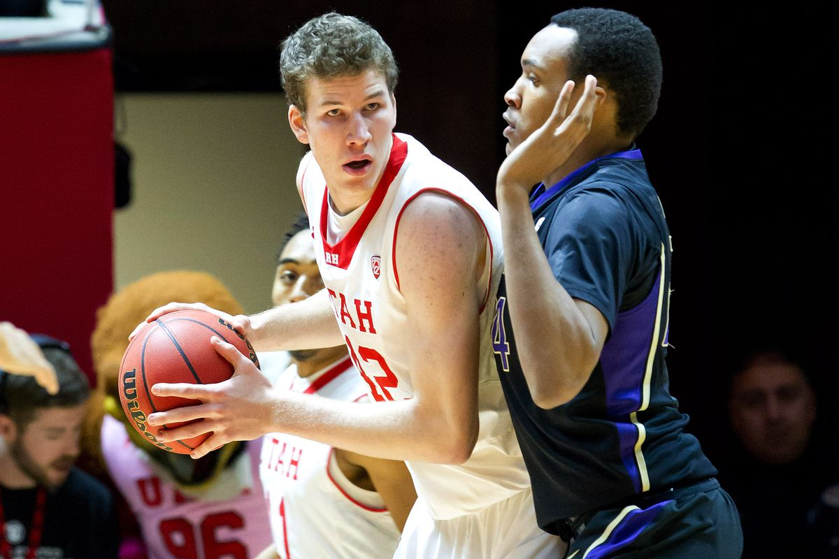 Utah center Jakob Poeltl (shown here against Washington) led the Utes with 14 points and nine rebounds in their 67-39 win over USC Sunday.