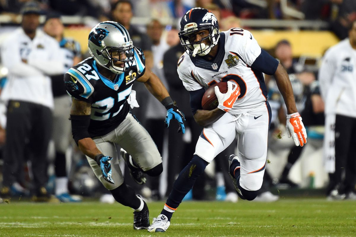 McClain about to make a tackle on Emmanuel Sanders in Super Bowl 50.