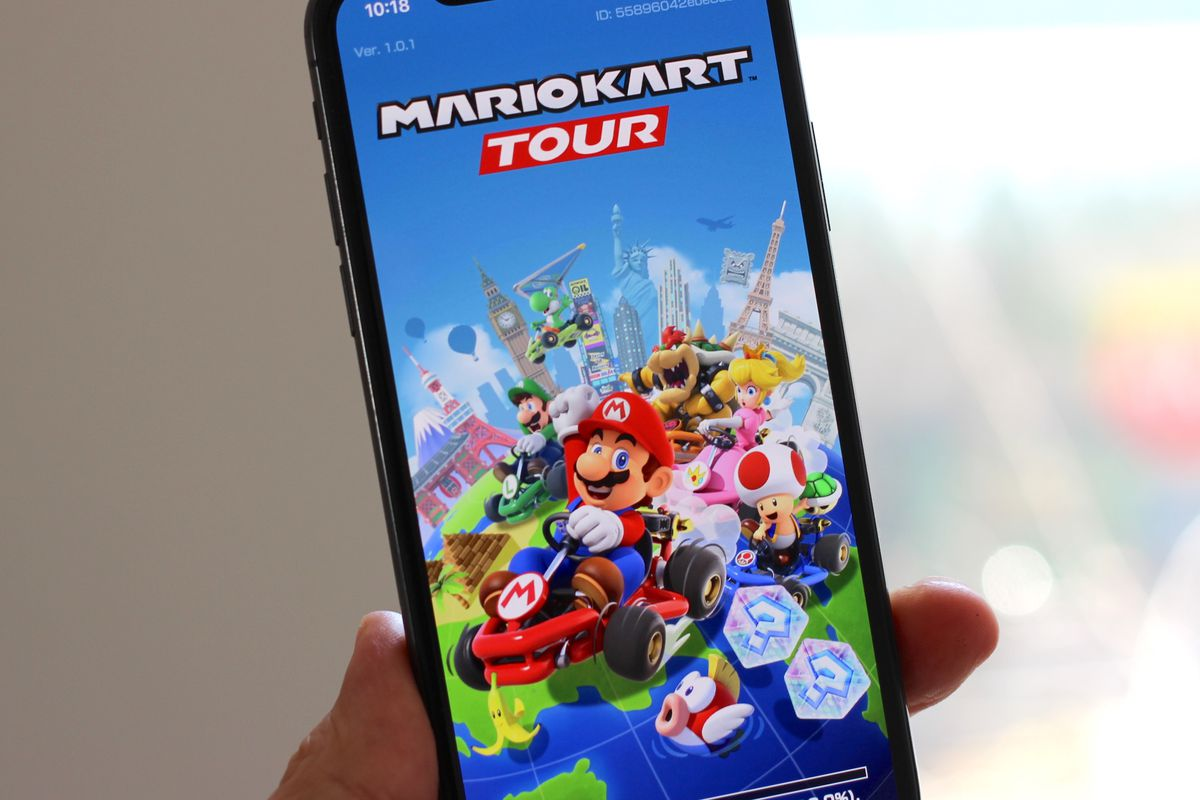 A photo of Mario Kart Tour's loading screen on an iPhone X