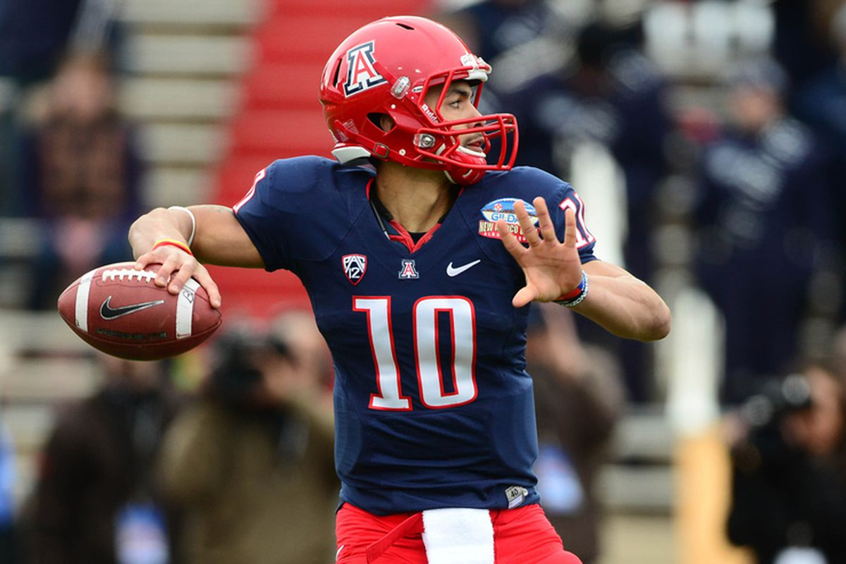 Arizona's Matt Scott had a miraculous last minute of the game in the New Mexico to get the Pac-12's bowl season off to a spectacular start.