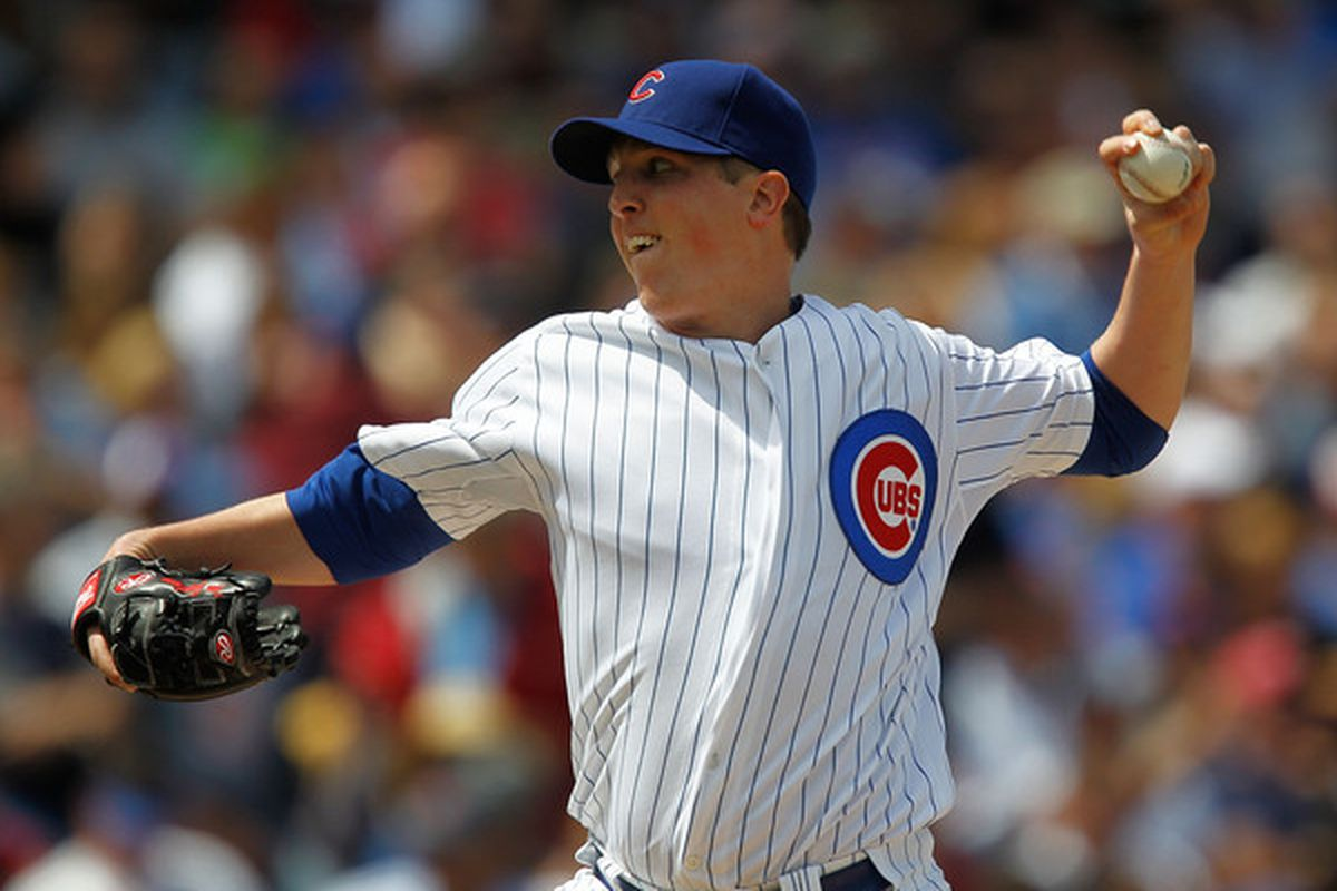 CHICAGO - MAY 14: Starting pitcher Tom Gorzelanny #32 of the Chicago Cubs delivers the ball against the Pittsburgh Pirates at Wrigley Field on May 14, 2010 in Chicago, Illinois. (Photo by Jonathan Daniel/Getty Images)
