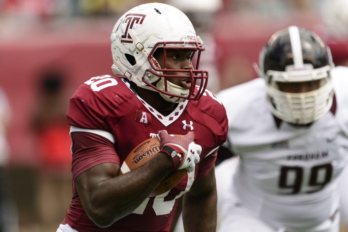 Kenneth Harper carrying the ball for Temple.