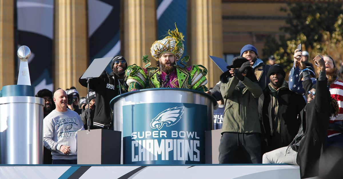 """Jason Kelce gave a """"passionate and emotional speech"""" during Eagles team meetings this week"""