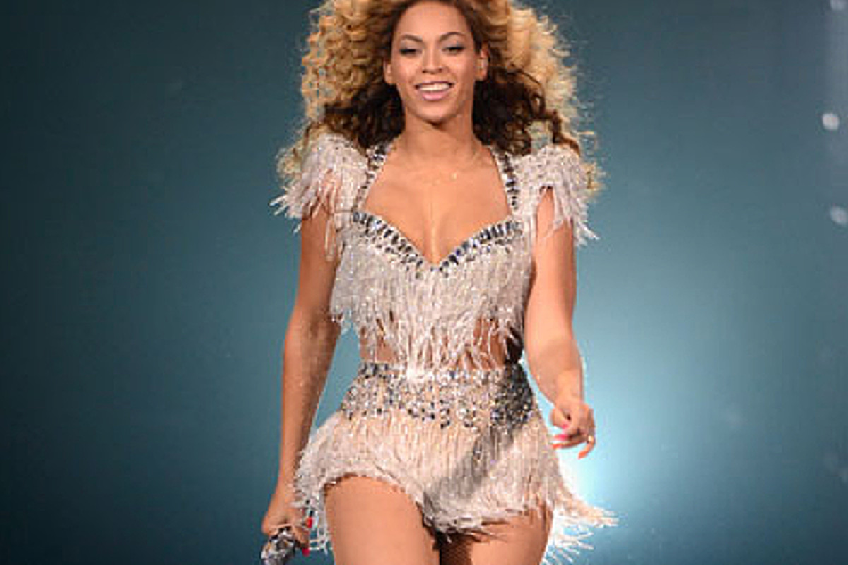 """Beyoncé all a-sparkled thanks to Ralph &amp; Russo, via <a href=""""http://www.graziadaily.co.uk/fashion/archive/2012/06/06/exclusive-q-a--ralph-and-russo-on-dressing-beyonce--angelina-and-xxx.htm?slideshow=true&amp;slideImage=0"""">Grazia</a>"""