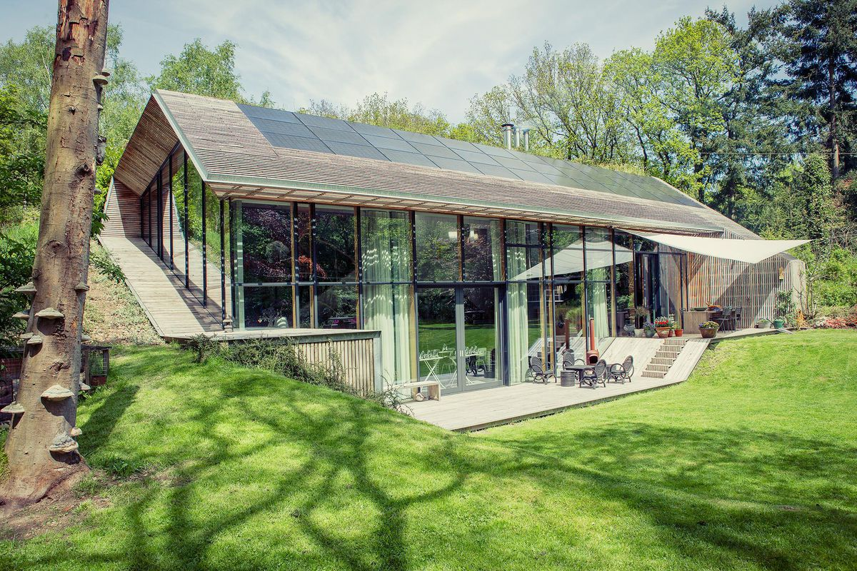 Sustainable dutch home for sale comes with surreal custom for Bouwen en interieur