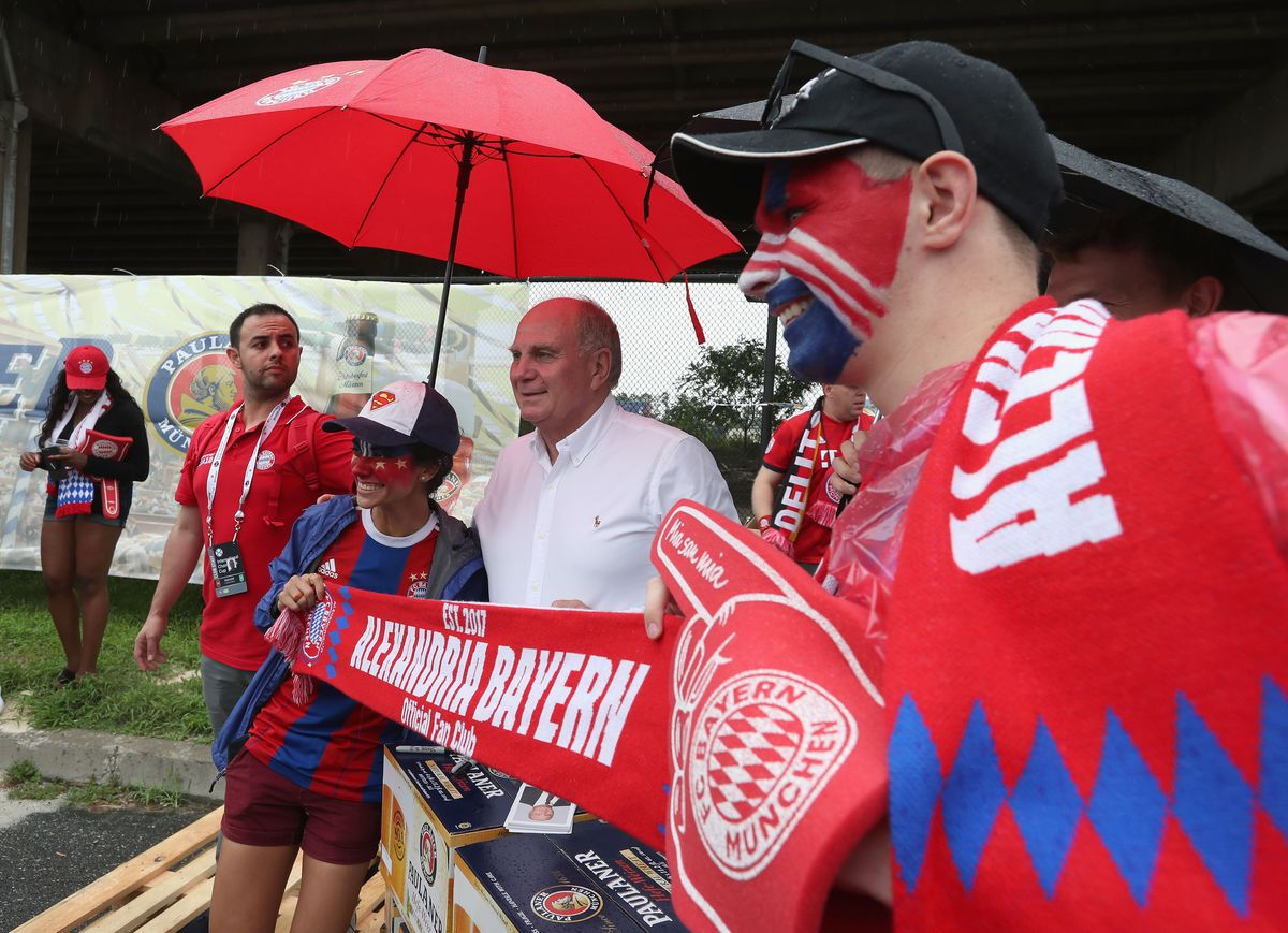 FC Bayern AUDI Summer Tour 2018 - Day 3 PHILADELPHIA, PA - JULY 25: President of FC Bayern Muenchn Uli Hoeness (2ndL) poses with FC Bayern fans ahead of the International Champions Cup match between Juventus Turin and FC Bayern Muenchen at Lincoln Financial Field on July 25, 2018 in Philadelphia, Pennsylvania.