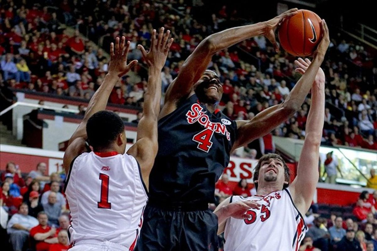 Moe Harkless struggled to get clean shots against the Scarlet Knights. St. John's lost 61-58.