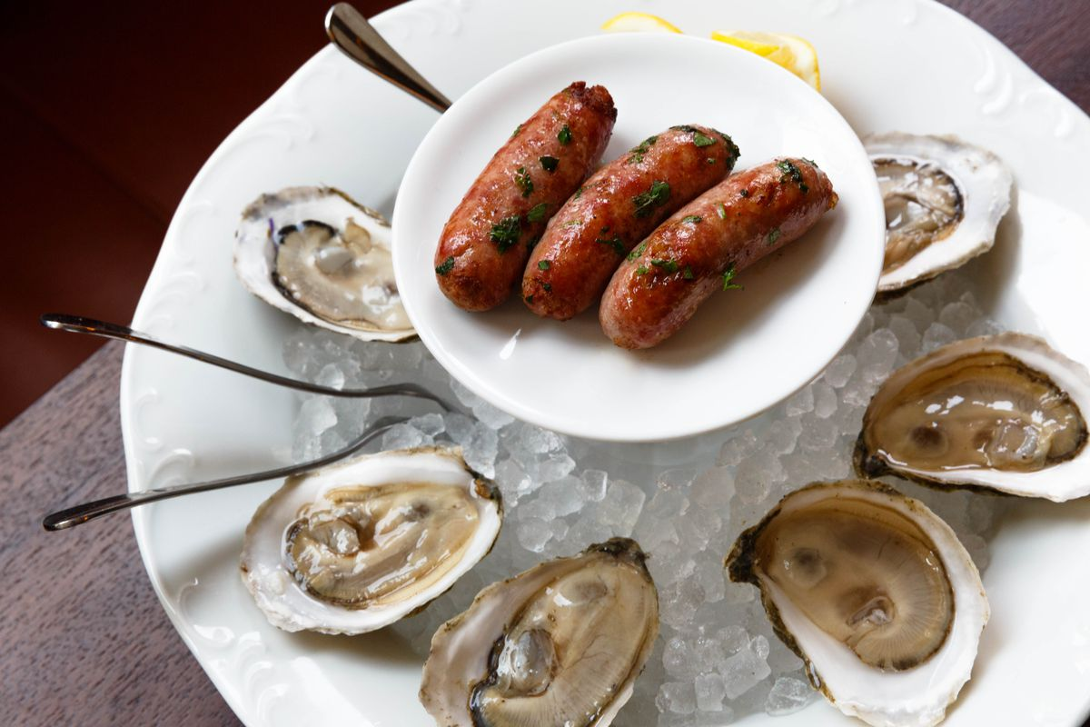 Oysters with chipolatas