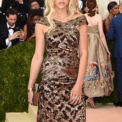 Sofia Richie wears a Topshop dress.