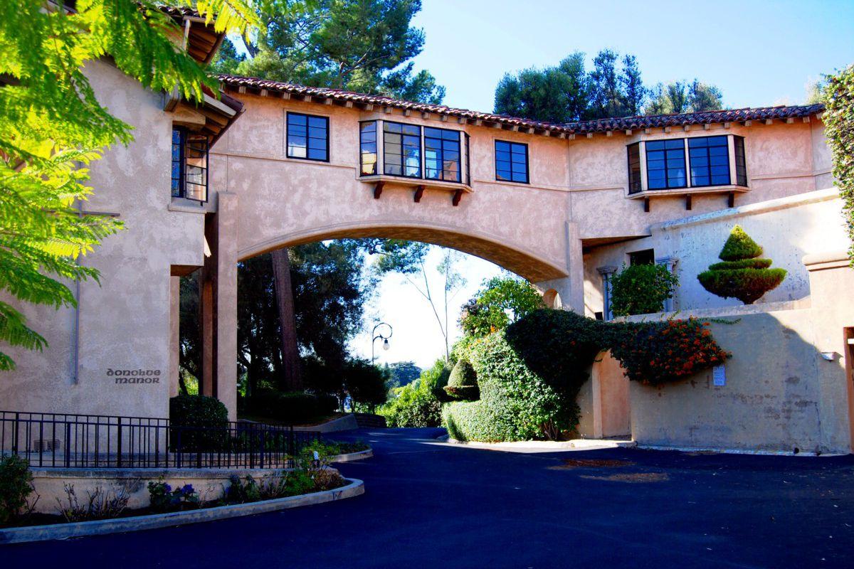 A photo of the Los Feliz convent.