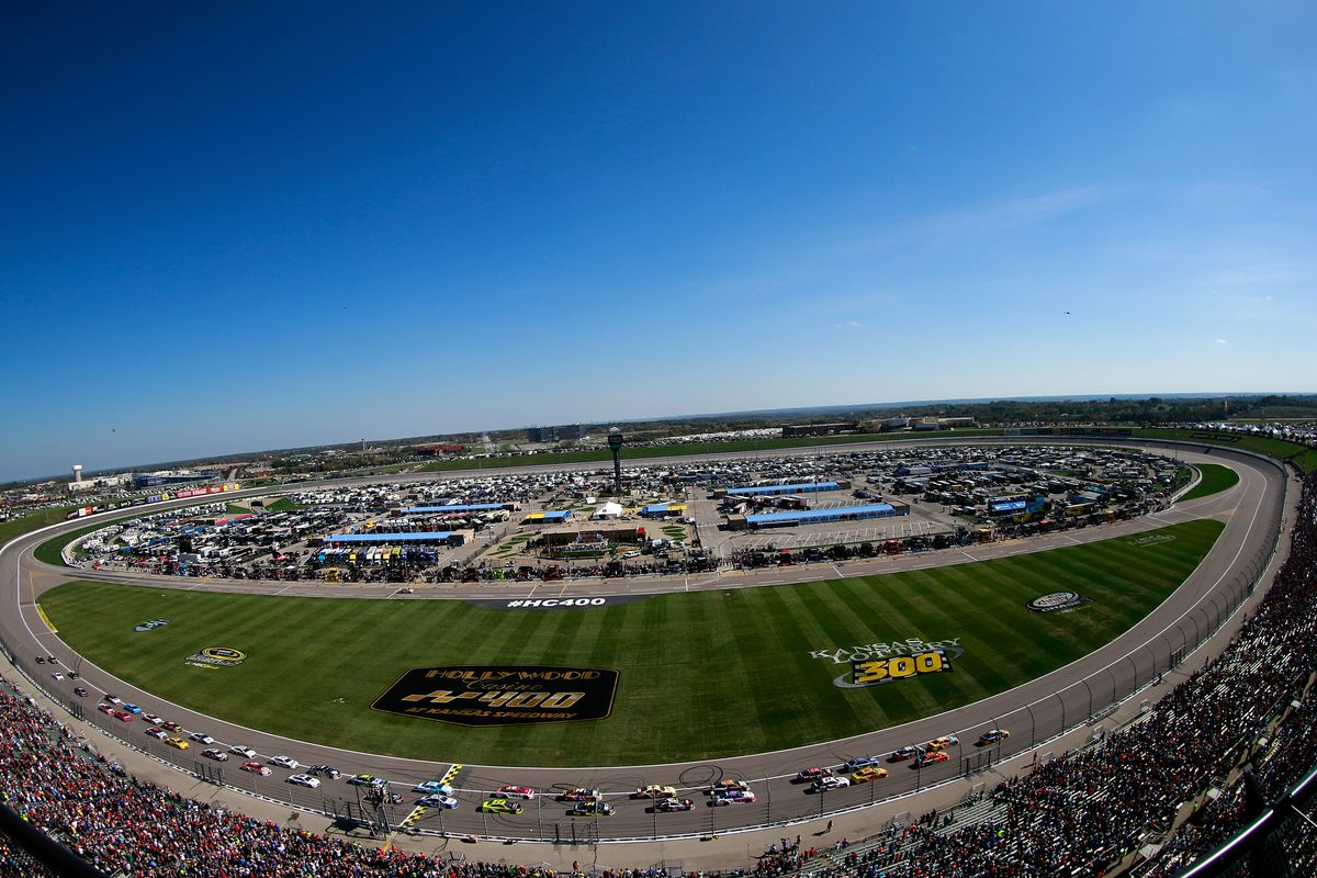 A general view of the action during the NASCAR Sprint Cup Series Hollywood Casino 400 at Kansas Speedway on October 16, 2016 in Kansas City, Kansas.