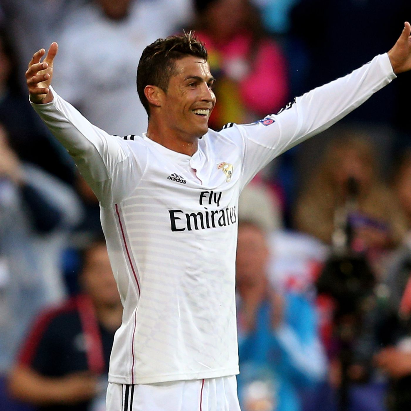 Real Madrid Vs Sevilla 2014 Uefa Super Cup Merengues Lift The Trophy With 2 0 Win Sbnation Com