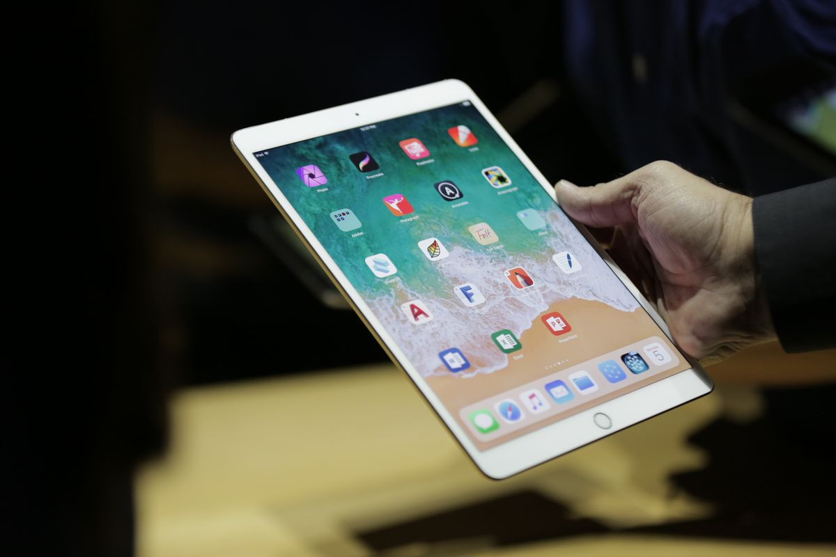 Apple debuts awaited 10.5-inch iPad Pro, updated 12.9-inch model