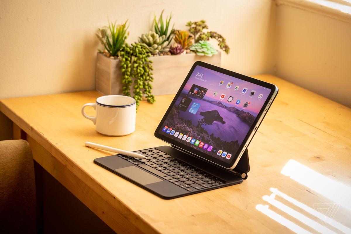El nuevo iPad Air con Magic Keyboard y Apple Pencil