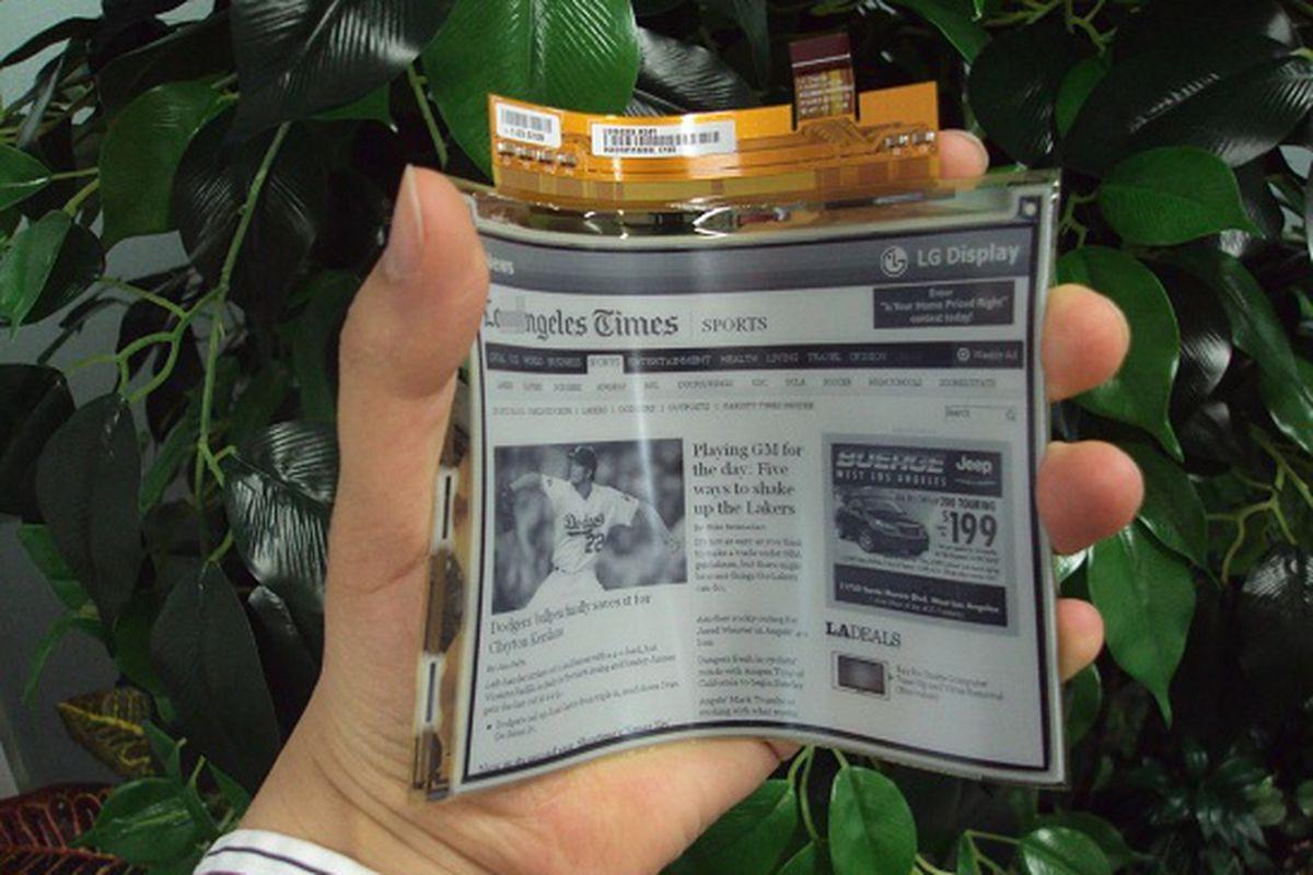 LG flexible e-paper display stock press 550