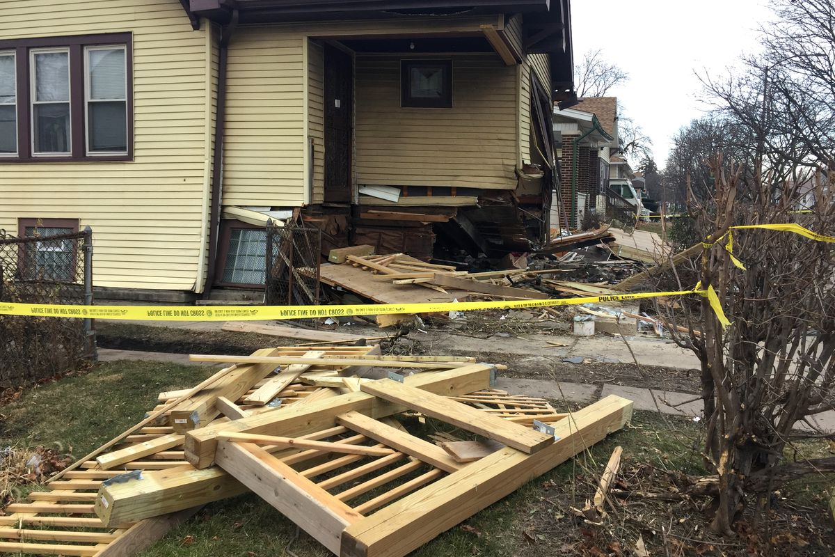 Fernwood house crash: Car hits home while fleeing Chicago police: teen dead, 2 others hurt