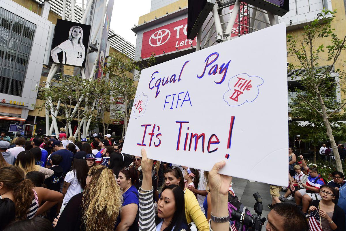 FBL-WC-2015-WOMEN-RALLY