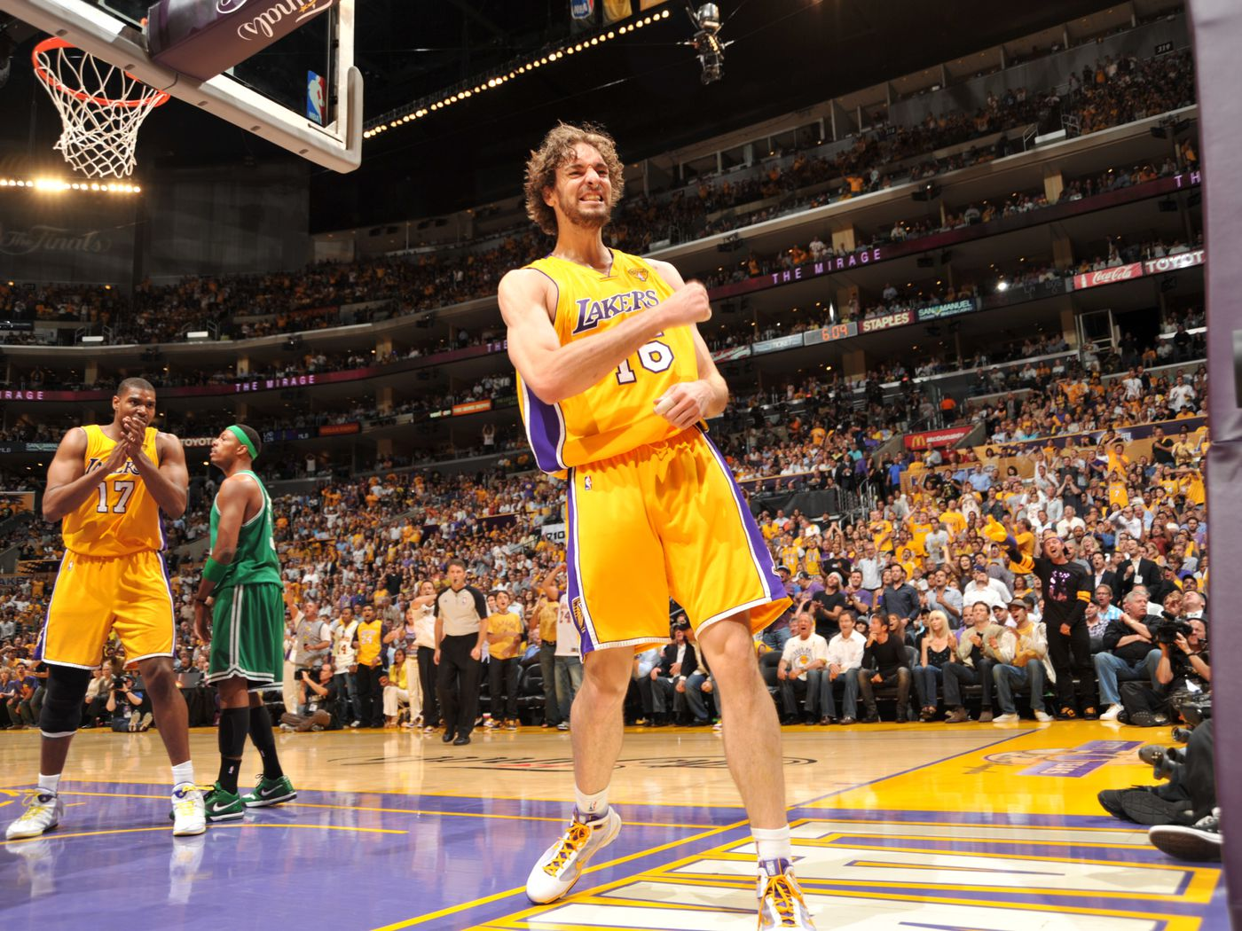 Lakers: How Pau Gasol ditched the 'soft' label in 2010 - Silver Screen and Roll