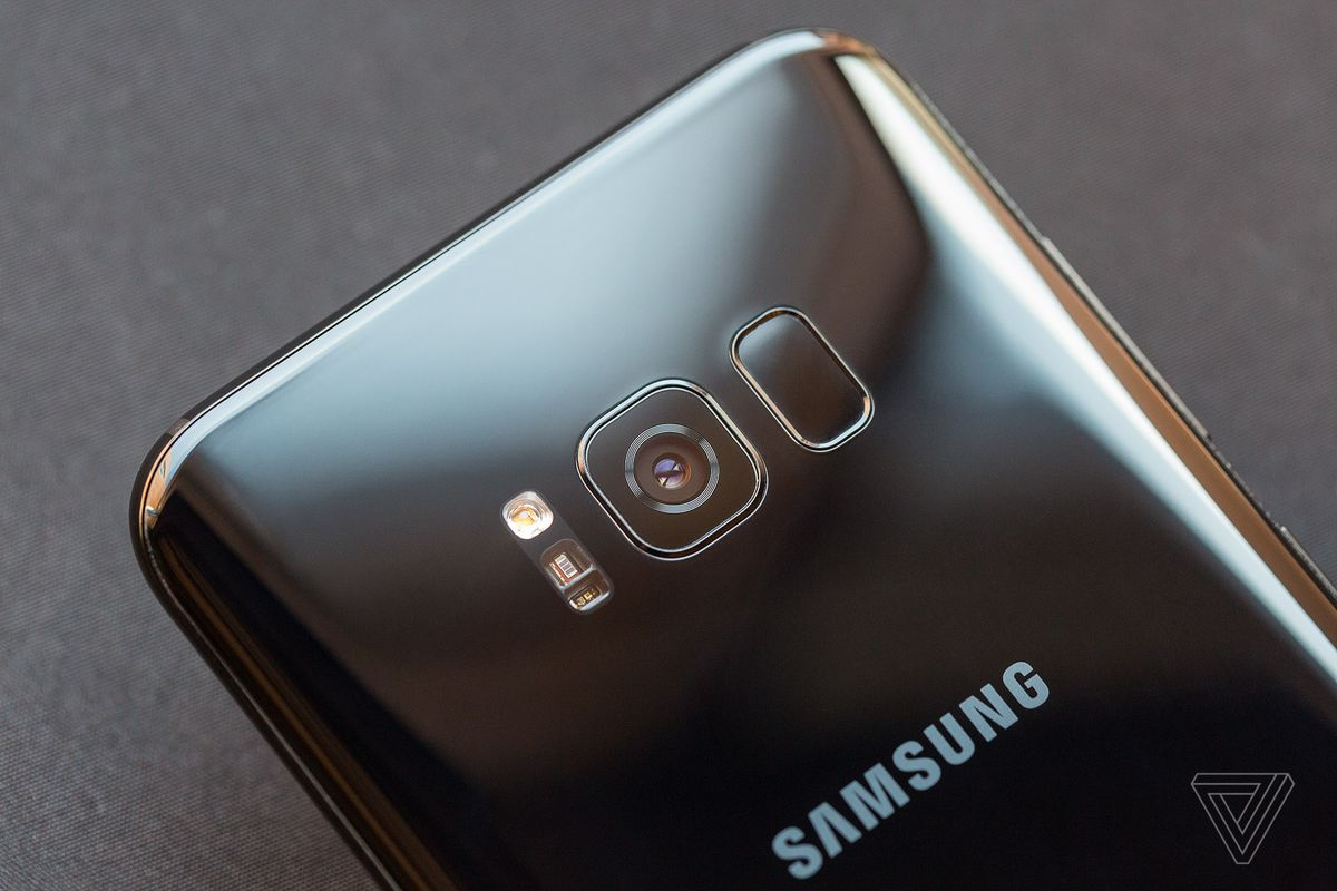 Samsung Galaxy S8 Review Ahead Of The Curve Verge Hedsset Kw Front Camera Did Get A Hardware Improvement Stepping Up To Higher Resolution 8 Megapixel Sensor And Gaining Autofocus Which Is Apparently Something