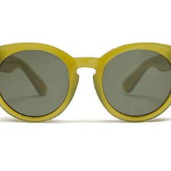 """<span class=""""credit""""><b>Madewell</b> Hepcat Shades, <a href=""""https://www.madewell.com/AST/Navigation/Sale/AllProducts/PRDOVR~84444/99102708831/ENE~1+2+3+22+4294967294+20~~~0~15~all~mode+matchallany~~~~~hepcat/84444.jsp"""">$55</a></span><p>"""