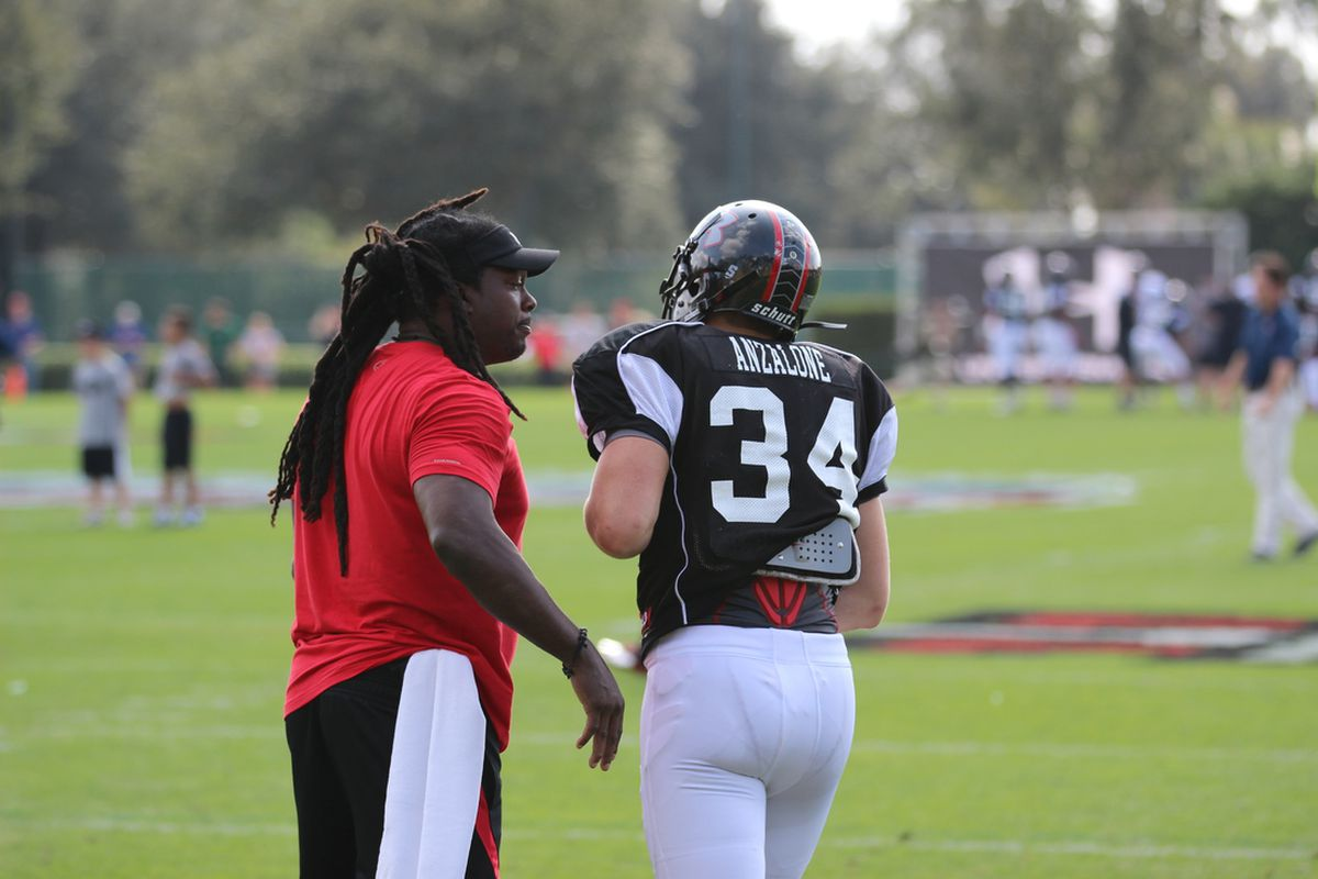Linebacker Alex Anzalone talks to LaVar Arrington at Under Armour All-America Game practice.
