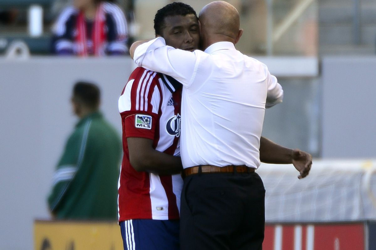 Feel the love: Oswaldo Minda and Chelís seem to understand each other now.