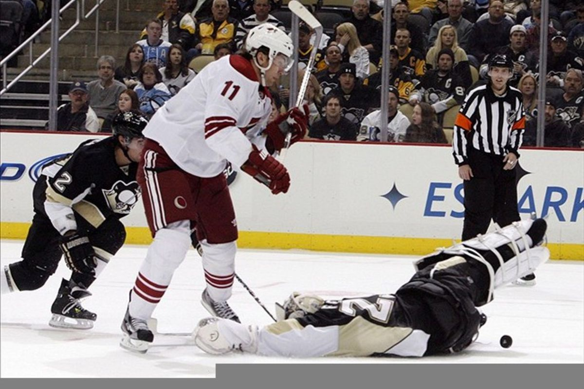 Not sure what Fleury is doing here. Also not sure where his left leg is.
