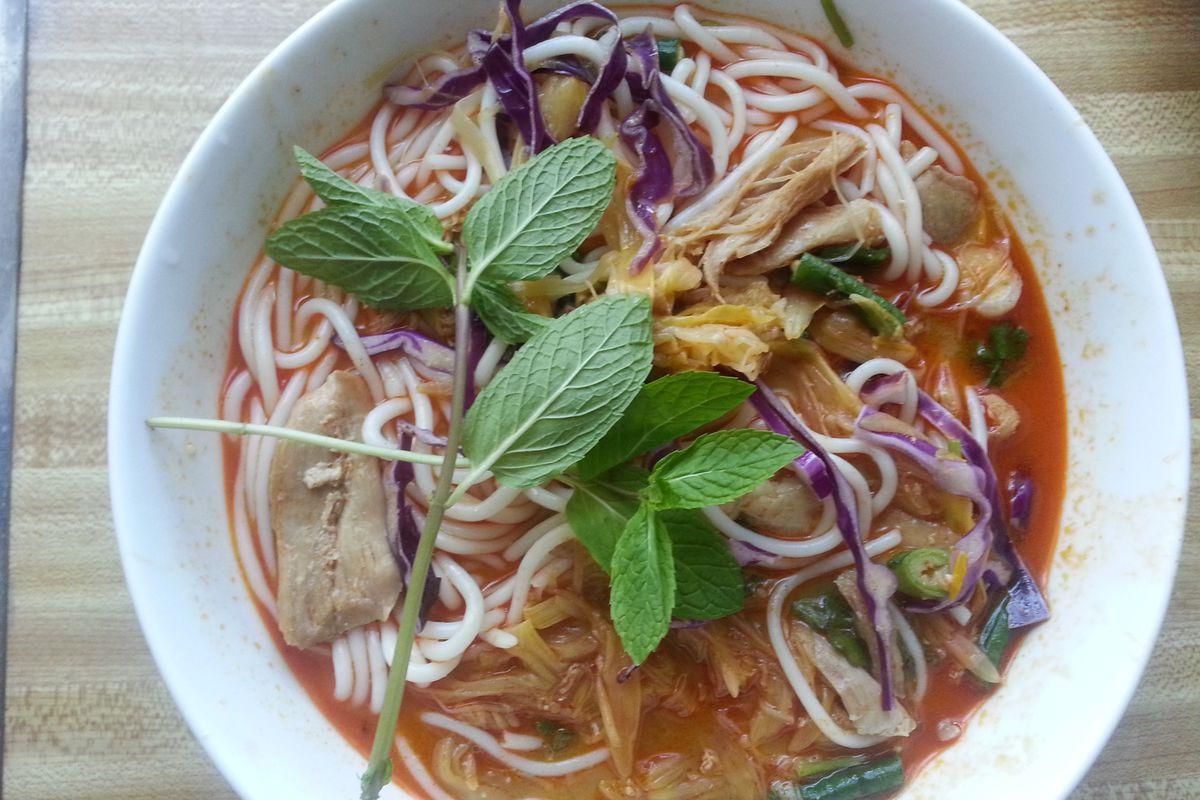 Khao poon at Noodles Pho Me