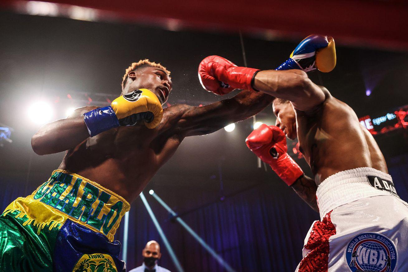 Ei5asKZXkAAwWAg.0 - Charlo knocks out Rosario, unifies three titles