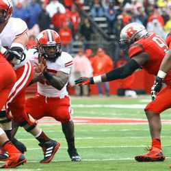 Running back Melvin Gordon looks for a hole while being swarmed by Scarlet Knight defenders.