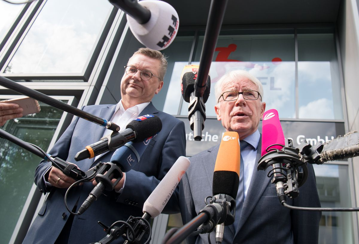 Football crisis summit in Frankfurt 21 August 2018, Germany, Frankfurt am Main: DFB President Reinhard Grindel (L) and DFL President Reinhard Rauball make a statement after a meeting of DFL and DFB in front of the headquarters of the German Football League (DFL). At the invitation of DFB President Grindel and League President Rauball, national coach Loew and team manager Bierhoff discussed changes in top football with the managers of five clubs and representatives of the DFL's 'Football Commission'. Photo: Arne Dedert/dpa