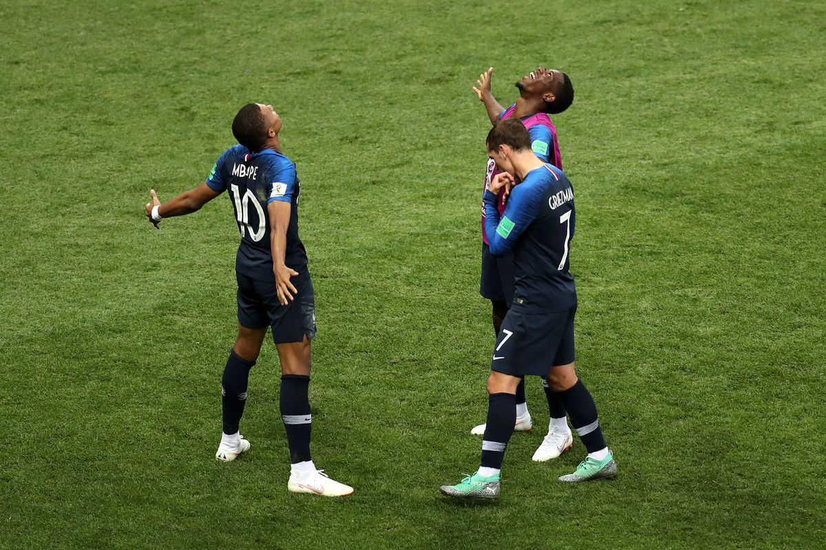 acaa3e229 France wins the World Cup behind Paul Pogba