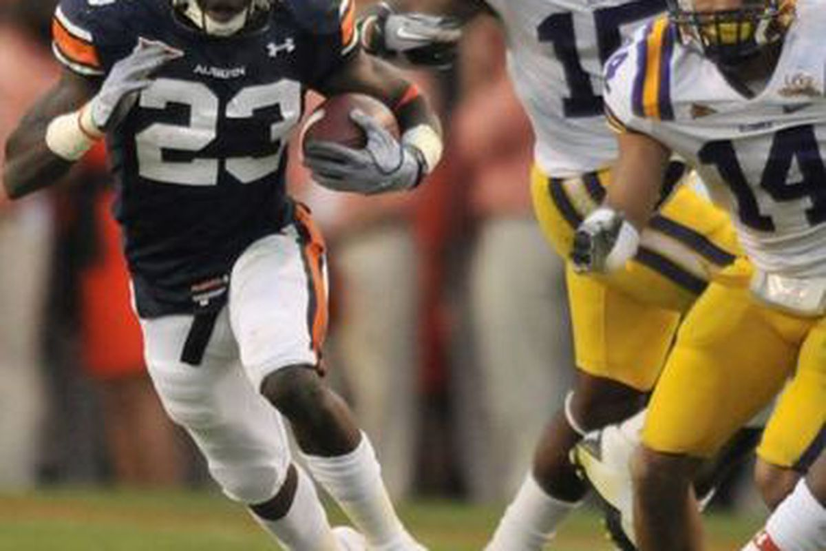 Auburn Running back Onterio McCalebb holds the AU single-season record for yards per carry (min. 75 attempts) with 8.5 yard average. (<em>photo by Hal Yeager</em>)