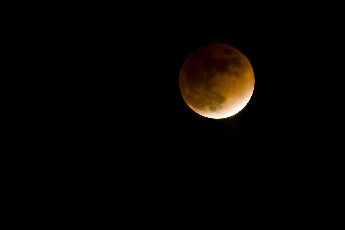 Tonight in space: a lunar eclipse and Mars gets close to ...