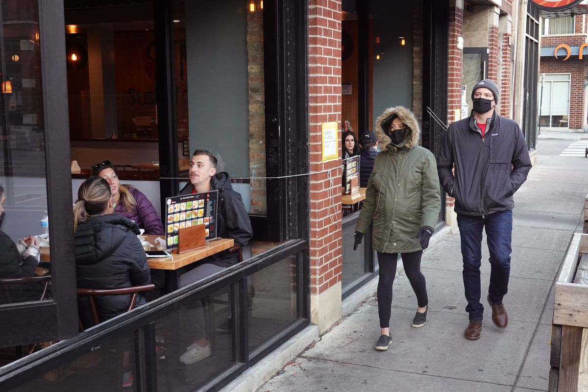Pandemic Keeps Diners Outside Despite Dropping Temperatures In Chicago