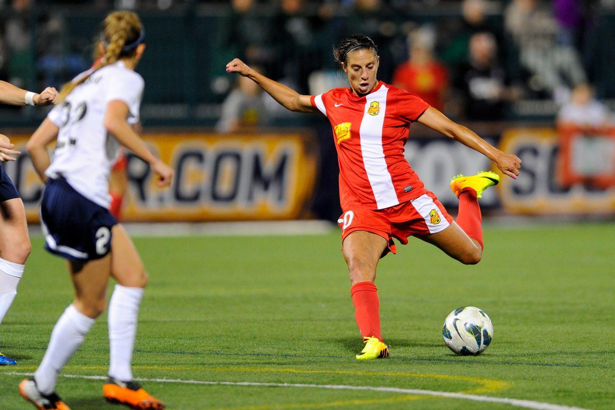 Flash midfielder Carli Lloyd (right) scored an 82nd minute game-winner on Friday.
