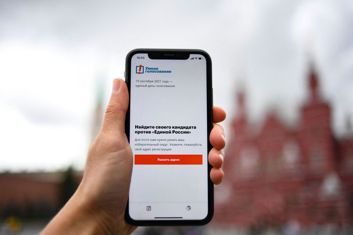 Apple and Google remove Navalny voting app under Russian government pressure
