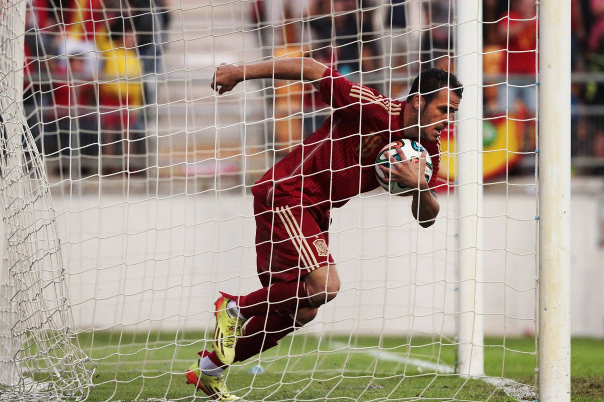 Barcelona re-sign Gerard Deulofeu despite Lionel Messi's opposition