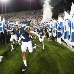 BYU Cougars linebacker Fred Warner (4) takes the field in Provo on Saturday, Sept. 17, 2016.