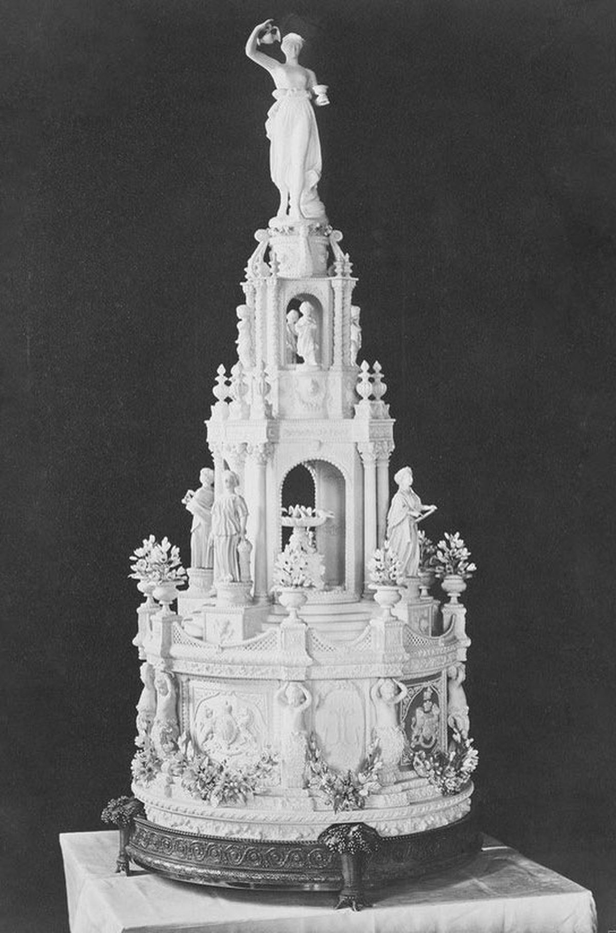prince william and princess kate wedding cake royal wedding cakes the years eater 18786