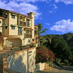 """<b><a href=""""http://www.topangacanyoninn.com/home.html"""">Topanga Canyon Inn</a></b> (20310 Callon Dr.): Newly-betrothed bohemians who fancy the idea of a hiking-filled hippie honeymoon will feel at home at this hillside bed and breakfast. Nestled in the art"""